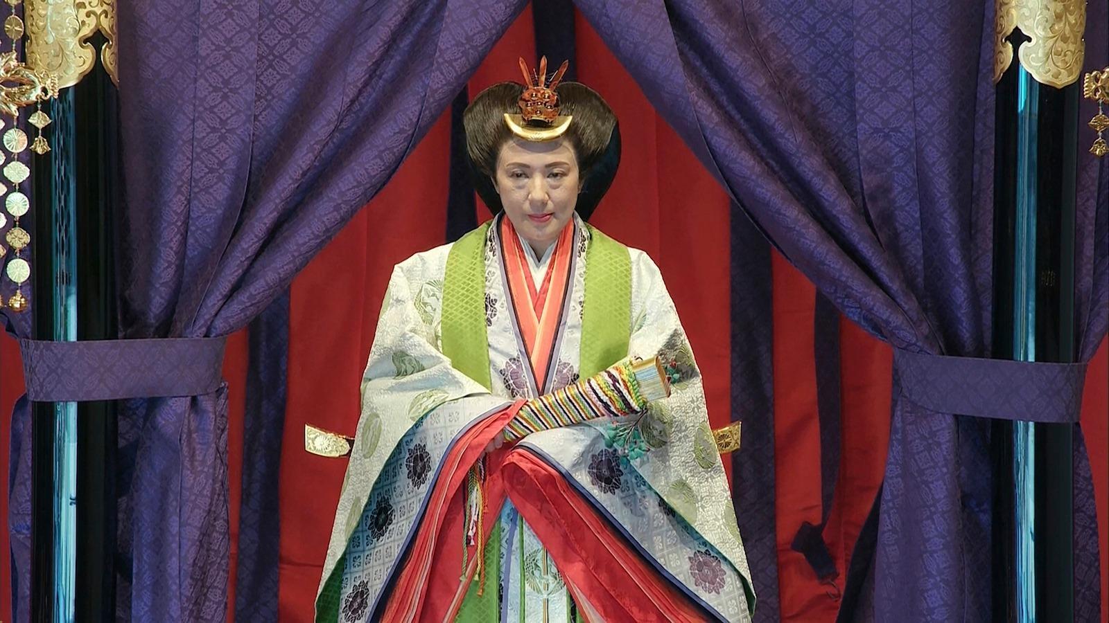 海外「雅子様はとても美しい\u2026!」即位礼正殿の儀で十二単を着